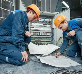 Recruitment electricians with plans